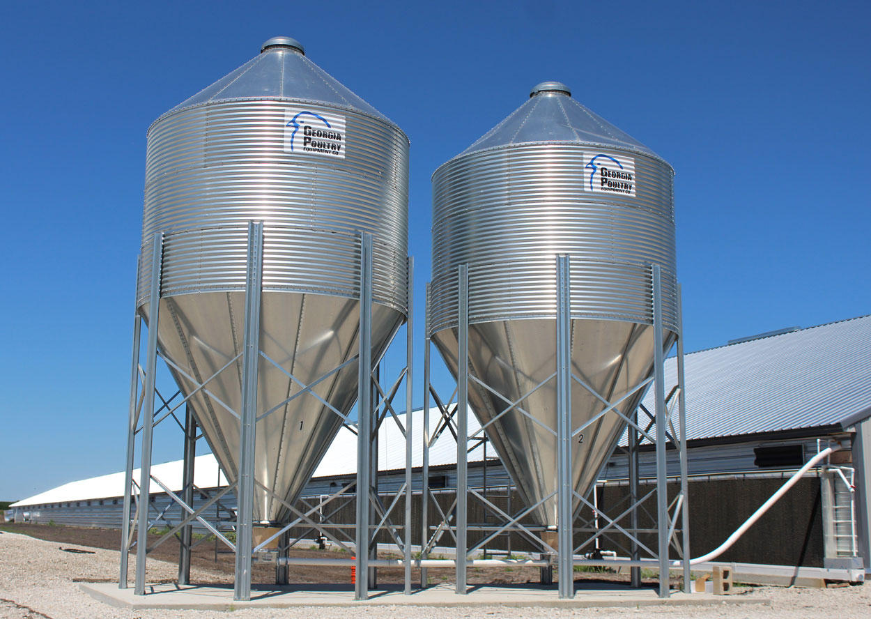 Hog Slat® Bulk Feed Tank Bins reliably store one of the most important inputs on your farm, feed. Built with heavier gauge metal, a thicker galvanized coating and an industry leading warranty.