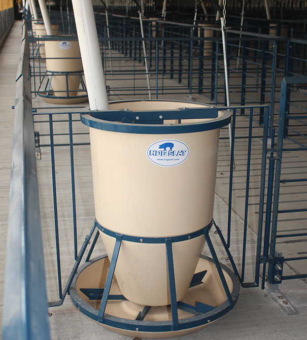 Hog Slat Round Fiberglass pig feeders can be installed in-line with penning or free standing; with options to mount on slatted or solid flooring. Feeders can be manually filled or automatically supplied by a flexible auger fill system.