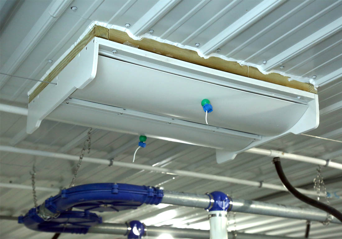 Actuated barn ceiling inlet