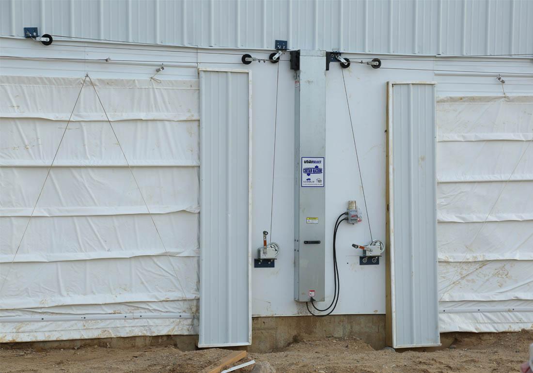 GrowerSELECT curtain machine on gestation barn