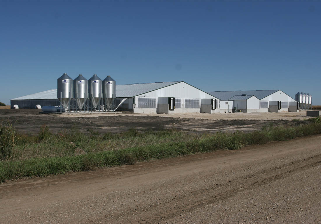 4,800 head wean to finish hog farm constructed by Hog Slat in central Iowa.