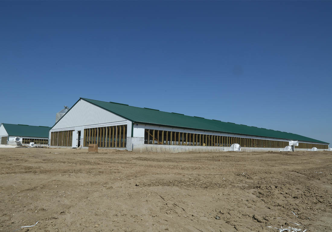 2,400 head wean to finish hog farm constructed by Hog Slat.