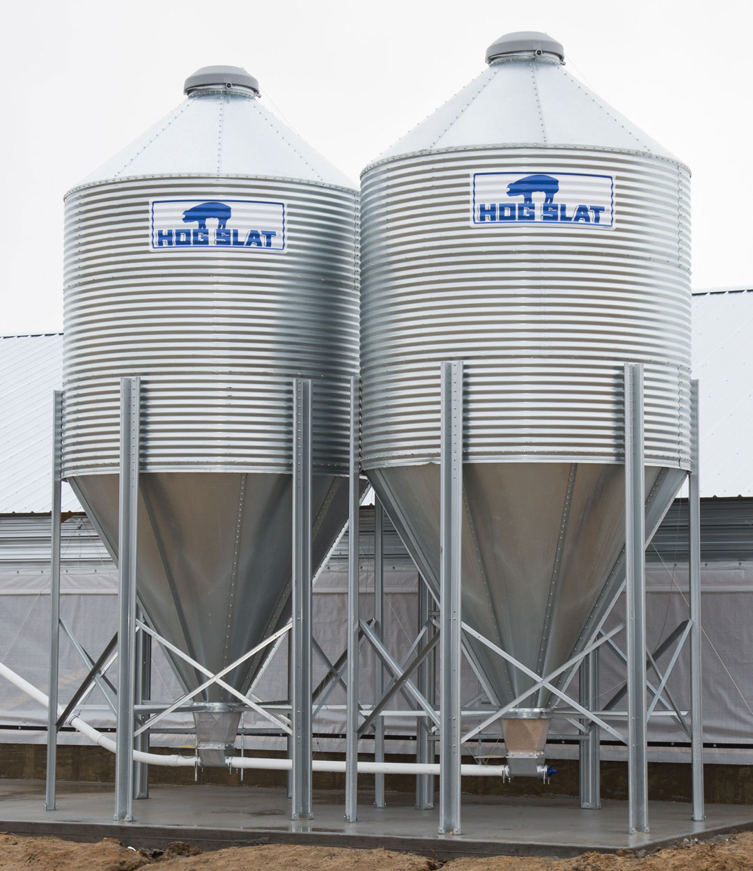 Hog Slat feed bins are available in many different sizes and capacities to provide storage solutions for your operation.