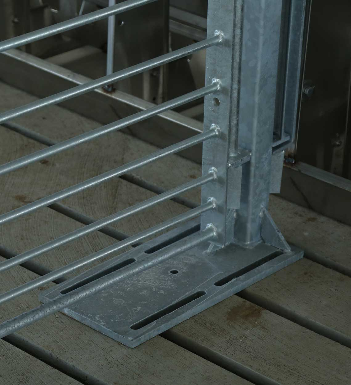 Quality designs, reliable welds and durable finishes combine to make Hog Slat penning, post and installation equipment the smart choice for all your confinement gating needs.